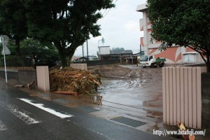 水害被害にあった北部中玄関付近24.7