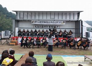 東有田ふるさとまつり25.11.17 三隈高校演奏