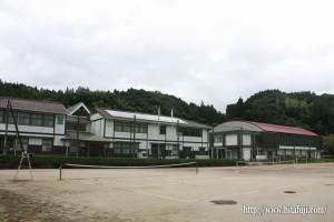 東有田中学校全景