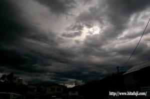 雲行き怪しい雲