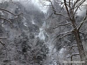 自治会長旅行25.12.4北海道 層雲峡