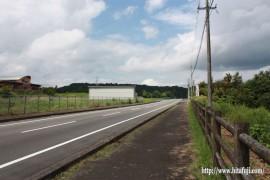 ウッド調整池付近の道路と歩道②26.8.17