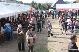 東有田ふるさとまつり26.11.16 多くの地区民が