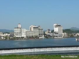 三隈川とホテル街27.4.27